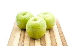 Pommes vertes fraîches Images stock