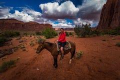 Pomnikowa Dolinna Horseback jazda Fotografia Stock