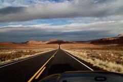 Pomnikowa doliny pustyni autostrada obrazy stock