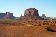 Pomnikowy dolina krajobraz - Zachodni mitynki Butte i Merrick Butte fotografia stock