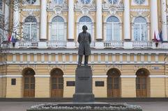 Pomnikowy Konstantin Ushinsky Budynku Herzen uniwersytet w St Petersburg Zdjęcia Royalty Free