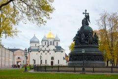 Pomnikowy ` milenium Rosja ` i St Sophia Październik Katedralny chmurny dzień Kremlin Veliky Novgorod Fotografia Royalty Free