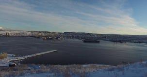 Pomnikowy pomnik w Murmansk Abram przylądek Strzelać od kopter w zima sezonie Kopter wzrasta wierzchołek z a zdjęcie wideo