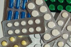 Pomoce medyczne przeciw dolegliwości Mówić nie illnesses zdjęcia stock