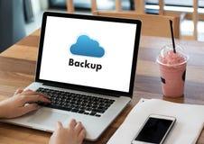 Pomocnicze ściąganie kopie dane, Oblicza Cyfrowych dane transferr obraz stock