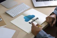 Pomocnicze ściąganie kopie dane, Oblicza Cyfrowych dane transferr zdjęcia stock