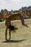 pomocy gimnastyczka wykonuje sumasult świat Zdjęcia Royalty Free