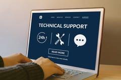 Pomocy technicznej pojęcie na laptopu ekranie na drewnianym ta Zdjęcie Royalty Free