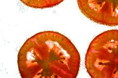 Pomodori in acqua fotografia stock