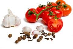 Pomodori, aglio, chiodi di garofano Fotografie Stock