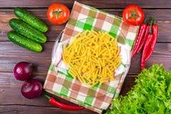 Pomodori, cetrioli, cipolle, verdi, vermicelli Immagini Stock Libere da Diritti