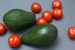 Pomodori ciliegia dell'avocado fotografia stock