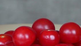 Pomodori ciliegia maturi Alimento biologico turntable archivi video