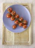 Pomodori ciliegia rossi succosi freschi Immagini Stock Libere da Diritti