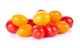 Pomodori ciliegia su un fondo bianco Fotografie Stock Libere da Diritti