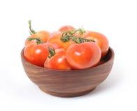 Pomodori in ciotola di legno Fotografie Stock