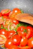 Pomodori della frittura di Stir fotografia stock