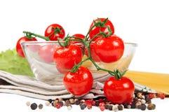 Pomodori di ciliegia con le spezie e la pasta Fotografia Stock
