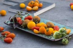 Pomodori di ciliegia gialli e rossi Fotografie Stock Libere da Diritti