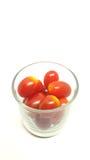Pomodori di ciliegia isolati su priorità bassa bianca Fotografia Stock