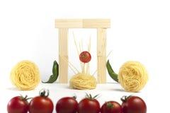 Pomodori di ciliegia nell'idolo di musica. Spagheti. Immagine Stock Libera da Diritti