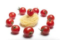 Pomodori di ciliegia. Pasta Fotografie Stock Libere da Diritti