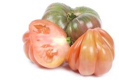 Pomodori di Heirloom isolati su bianco fotografia stock