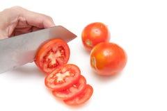 Pomodori di taglio nelle piccole fette su fondo bianco isolato Fotografia Stock