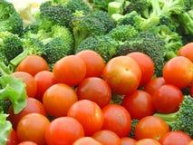 Pomodori e broccolo di ciliegia Fotografia Stock Libera da Diritti