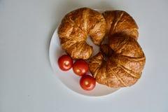 Pomodori e croissant rossi Immagine Stock Libera da Diritti
