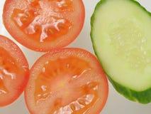 Pomodori e fondo dei cetrioli Fotografie Stock Libere da Diritti