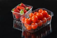 Pomodori e fragole Fotografie Stock Libere da Diritti