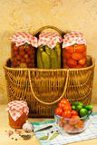 Pomodori e ortaggi freschi inscatolati Immagine Stock Libera da Diritti