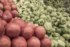 Pomodori e peperoni dolci dolci come fondo Fotografia Stock