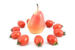 Pomodori e pera maturi rossi Fotografia Stock