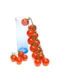 Pomodori e un vetro di colore blu Immagini Stock Libere da Diritti