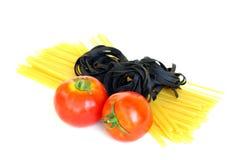 Pomodori freschi e pasta cruda Fotografia Stock Libera da Diritti