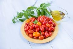 Pomodori freschi su una zolla Fotografia Stock