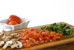 Pomodori, funghi e basilico tagliati fotografia stock libera da diritti