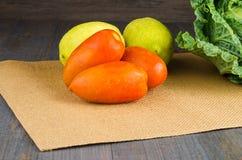 Pomodori, limoni e cavoli freschi Fotografie Stock