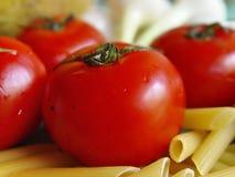 Pomodori, pasta, cipolla Immagini Stock