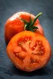 Pomodori su fondo di legno Fotografie Stock Libere da Diritti