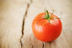 Pomodori su fondo di legno Fotografia Stock