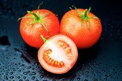 Pomodori su fondo nero Immagini Stock Libere da Diritti