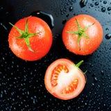 Pomodori su fondo nero Immagine Stock