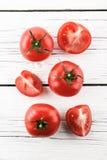 Pomodori su un fondo bianco immagini stock libere da diritti