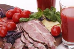 Pomodori, succo, formaggio e prosciutto Immagini Stock Libere da Diritti