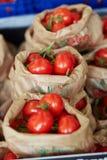 Pomodori sul mercato dell'agricoltore a Parigi, Francia Fotografie Stock Libere da Diritti