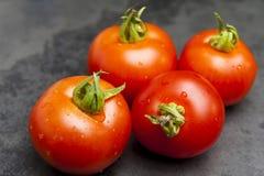 Pomodori sull'ardesia Immagini Stock Libere da Diritti