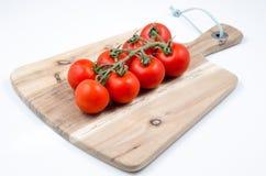 Pomodori sulla tabella di legno Fotografia Stock